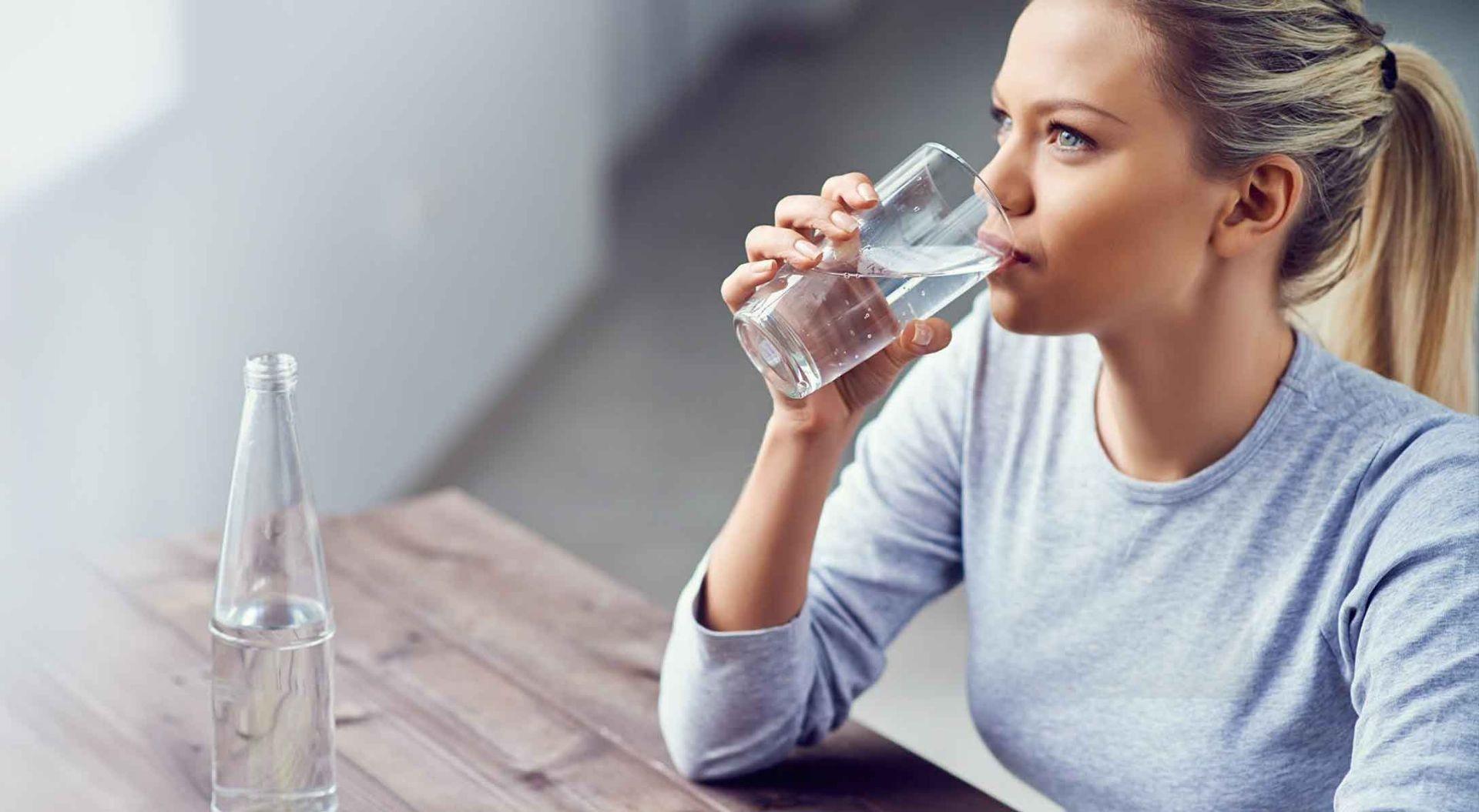 mộng thấy uống nước